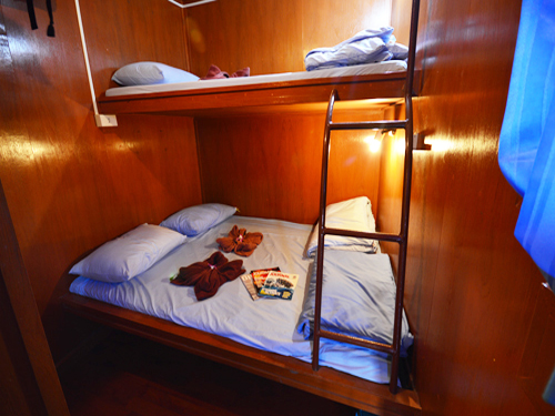 Manta Queen 3 twin bed cabin